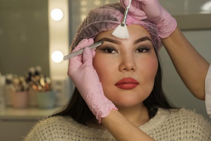 Architecture of eyebrows. Microbleeding eyebrow measurement