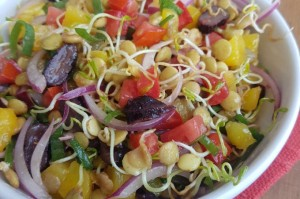 Salada de lentilha com tomate e azeitona