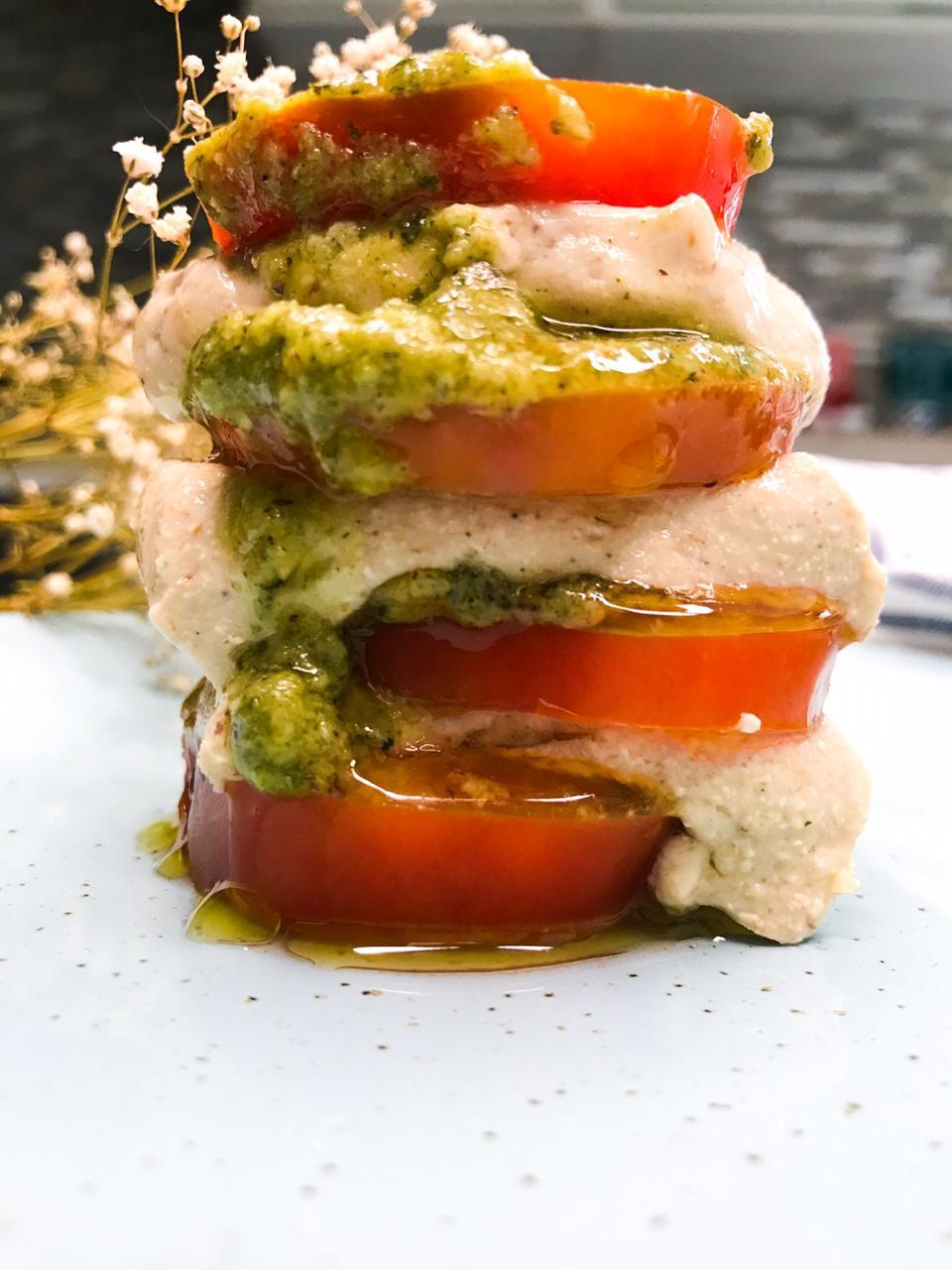 salada caprese vegana