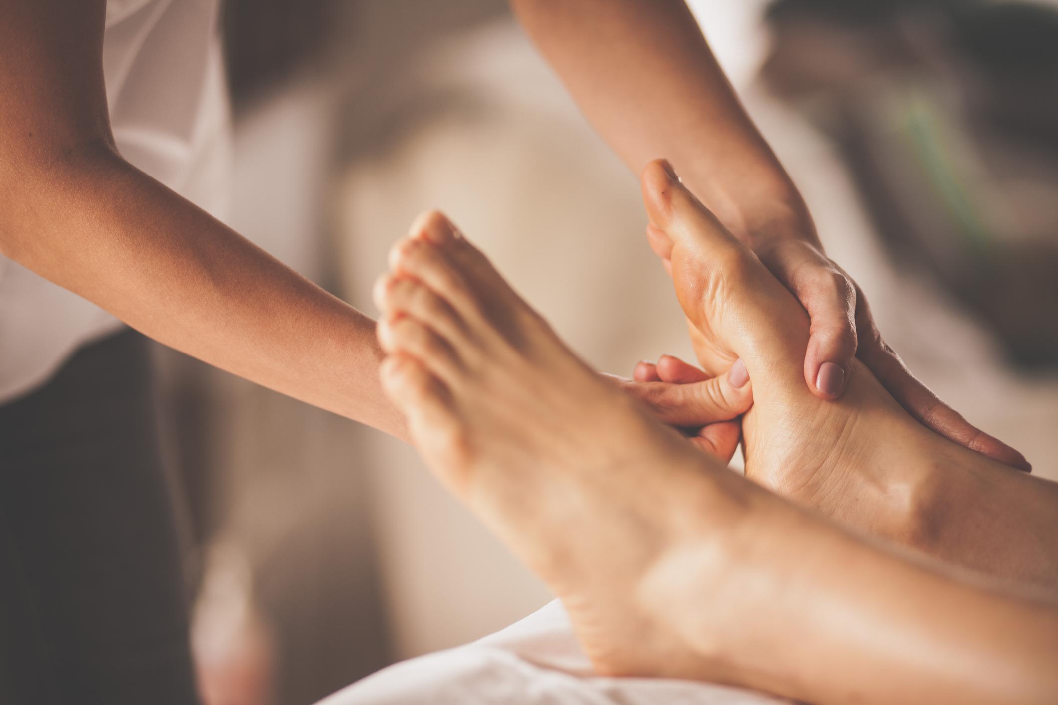 tipos-de-massagens-shiatsu Diferença entre os tipos de massagem — e como fazer uma relaxante em casa