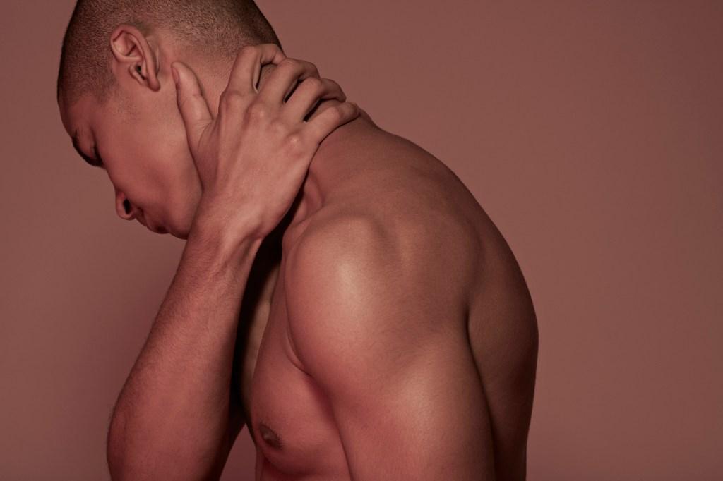 Dores podem se instalar no seu corpo por fatores físicos ou mesmo emocionais |