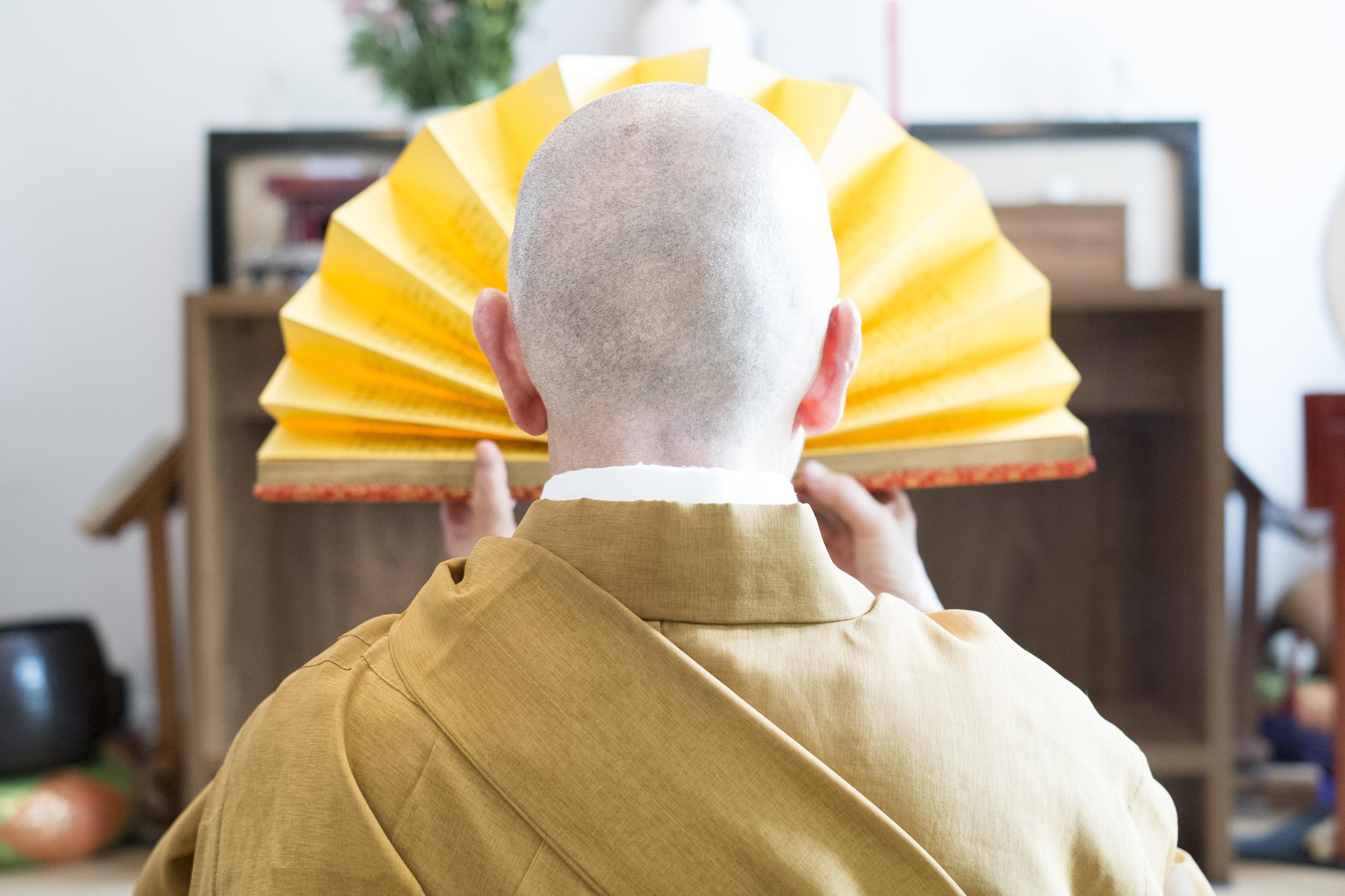 """Monja Coen, de costas, em imagem de 2013: """"Não podemos nos forçar a ser adolescentes com 50, 60 anos de idade"""""""