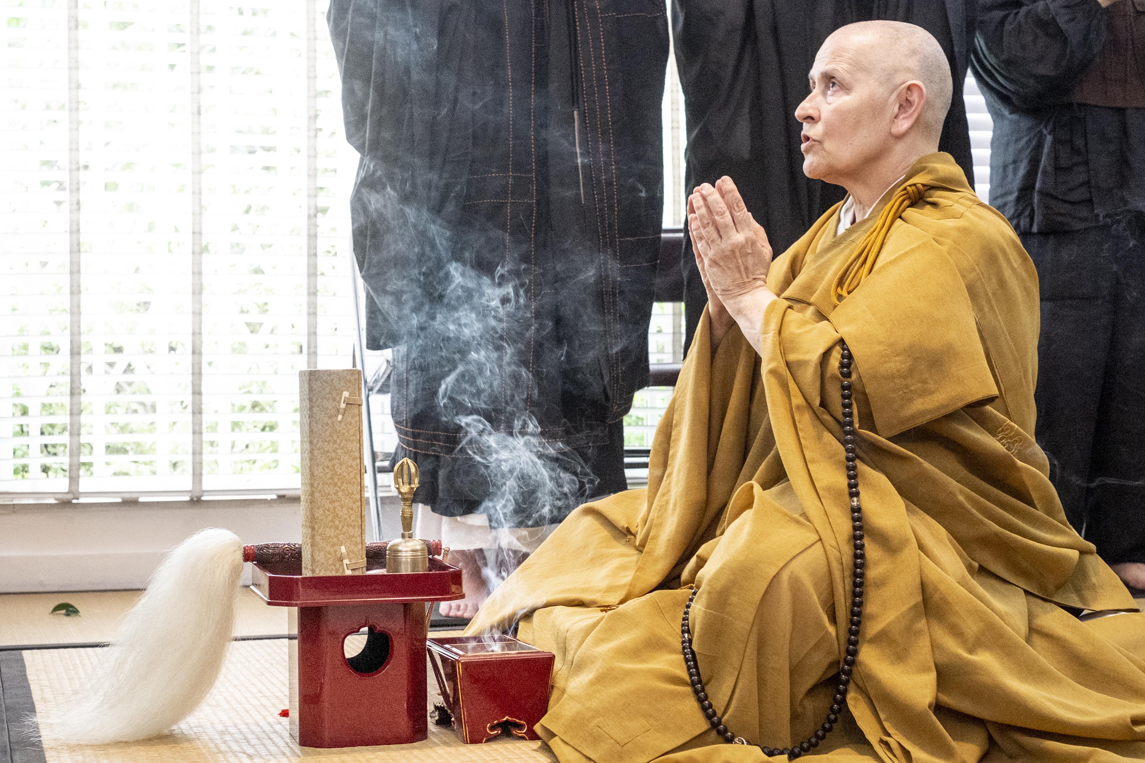 """Monja Coen, fundadora da Comunidade Zen Budista Zendo Brasil: """"Não seja violenta com seu corpo, veja o que seu corpo pode fazer, mas também não seja limitada pelo seu limite"""""""