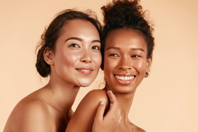 Mulheres com a pele renovada e fresh