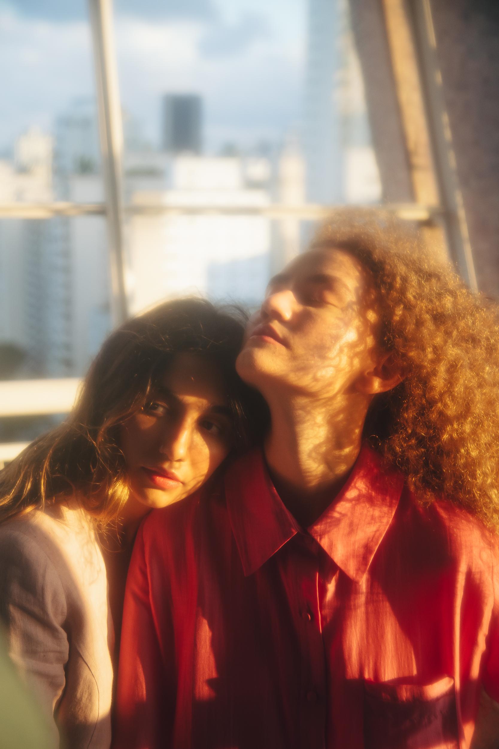 Anavitória: dupla morou junto em Itaipava, no Rio, durante a quarentena e finalizou nesse período o álbum 'Cor'